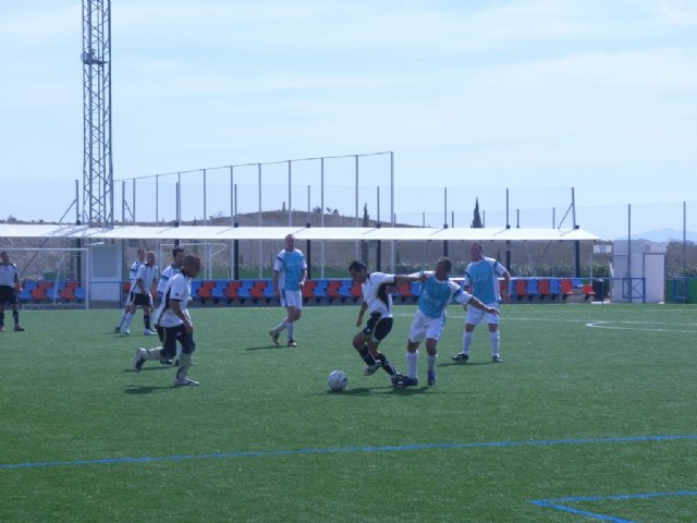 """El equipo """"Céser Sánchez Los Cachorros"""" golea contra pronóstico a Transportes El Lobo, Foto 1"""