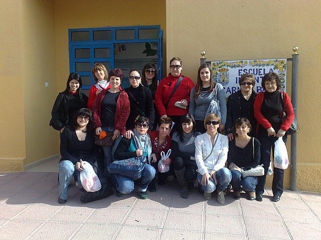 Las alumnas del curso de Auxiliar de Educación Infantil realizan una visita didáctica a la Escuela Municipal Infantil Carmen Baró, Foto 1