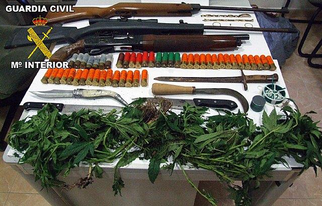 La Guardia Civil desarticula una banda delictiva dedicada a cometer robos a ciudadanos y a otras bandas, Foto 1