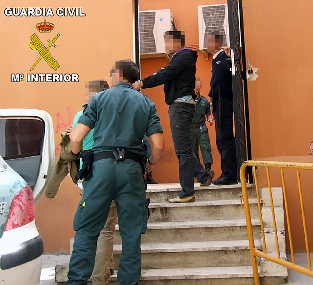 La Guardia Civil desarticula una banda delictiva dedicada a cometer robos a ciudadanos y a otras bandas, Foto 2