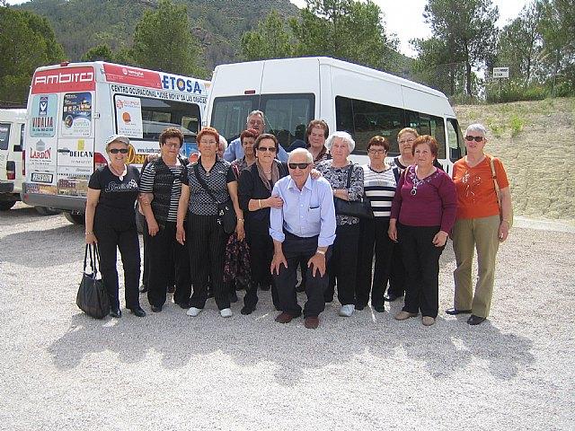 Los usuarios del Centro Municipal de Personas Mayores de El Paretón-Cantareros realizan una visita al Yacimiento Argárico de La Bastida, Foto 1