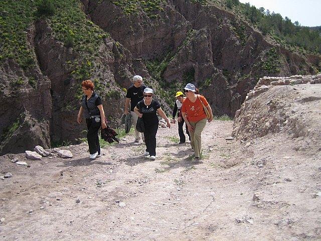 Los usuarios del Centro Municipal de Personas Mayores de El Paretón-Cantareros realizan una visita al Yacimiento Argárico de La Bastida, Foto 2