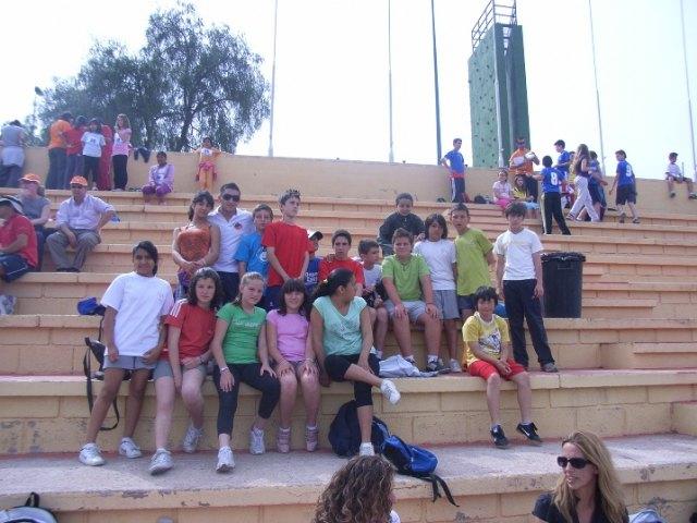 Una veintena de alumnos de los centros Reina Sofía, San José y Santa Eulalia participan en la semifinal regional de atletismo, Foto 1