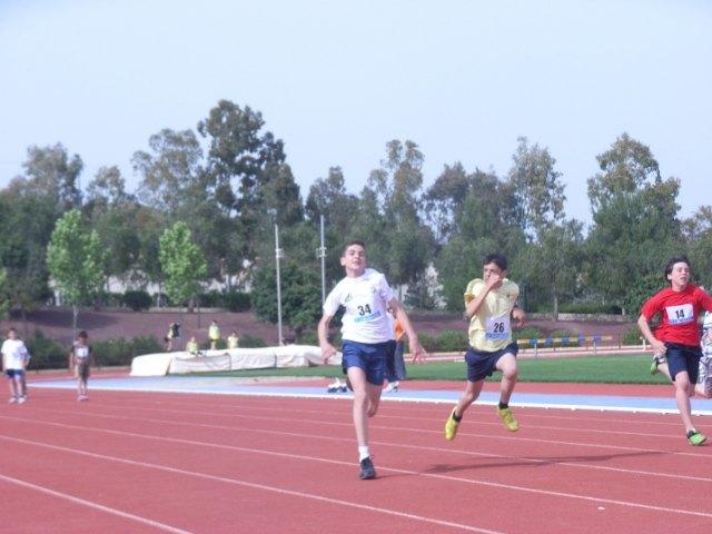 Una veintena de alumnos de los centros Reina Sofía, San José y Santa Eulalia participan en la semifinal regional de atletismo, Foto 2