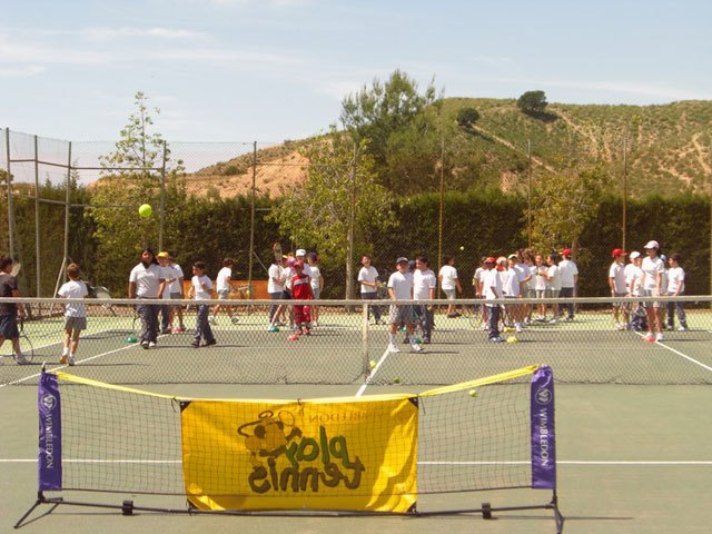El Colegio Reina Sofía visita el Club de Tenis Totana, Foto 1