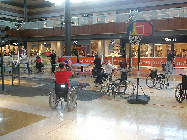 Mañana viernes se clausura la Semana de la Sensibilizacion en la Discapacidad organizada por FAMDIF, en el Centro Comercial Thader, Foto 1