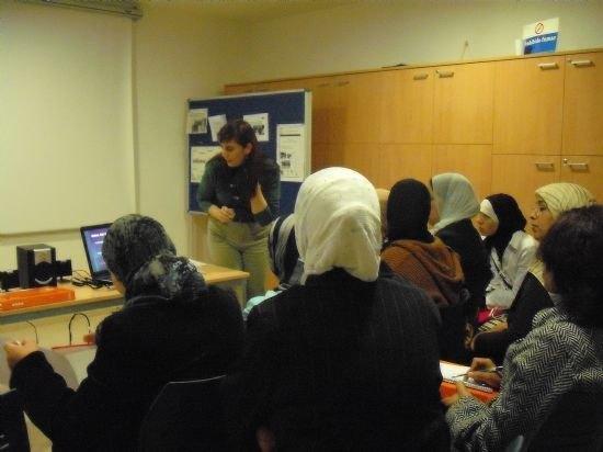 Organizan talleres de formación para mujeres inmigrantes, Foto 1