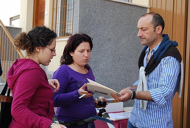 Los jóvenes de El Paretón y de la localidad se interesan por las ocho viviendas tipo dúplex que Proinvitosa ha construido en la pedanía, Foto 2