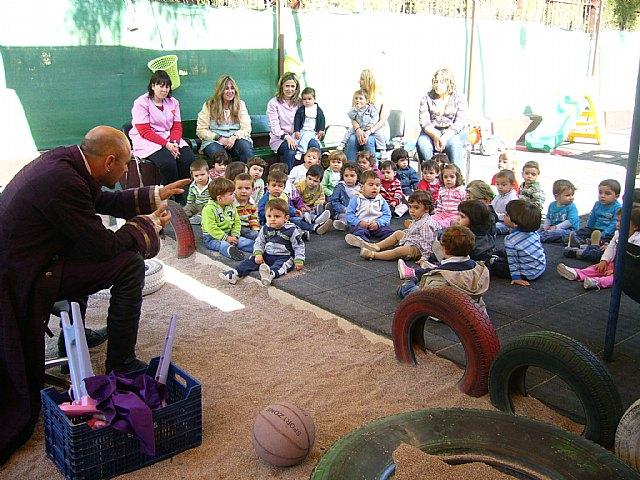 Un cuenta cuentos acerca a los niños de las Escuelas Infantiles el principio de igualdad entre hombres y mujeres, Foto 3