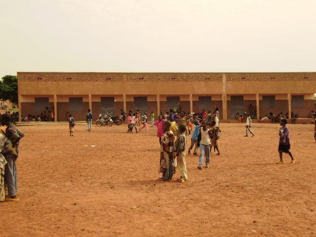 Comienza la construccion de la escuela financiada por las Ampas de Totana, Alhama y Aledo en la ciudad de Bobo, en Burkina Faso - 2