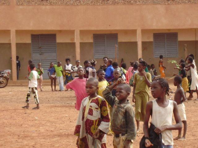 Comienza la construccion de la escuela financiada por las Ampas de Totana, Alhama y Aledo en la ciudad de Bobo, en Burkina Faso - 3
