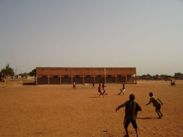Comienza la construccion de la escuela financiada por las Ampas de Totana, Alhama y Aledo en la ciudad de Bobo, en Burkina Faso - 11