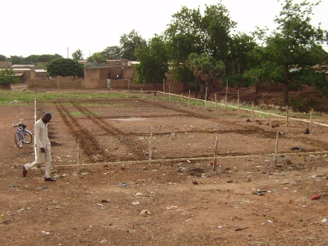 Comienza la construccion de la escuela financiada por las Ampas de Totana, Alhama y Aledo en la ciudad de Bobo, en Burkina Faso, Foto 1
