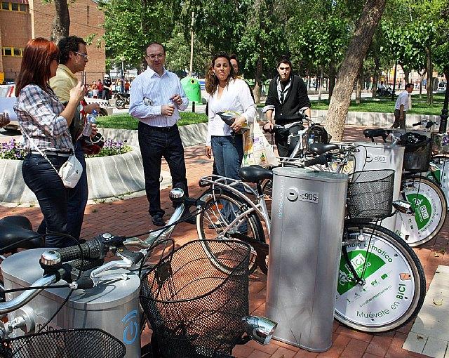 Obras Públicas financia cuatro puntos de préstamo gratuito de bicicletas en el centro de Alhama, Foto 1