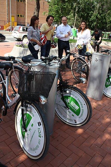 Obras Públicas financia cuatro puntos de préstamo gratuito de bicicletas en el centro de Alhama, Foto 2
