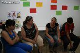 El concejal de Bienestar Social entrega los diplomas a las personas que se han formado en los talleres de pintura y alfabetizaci�n - 2