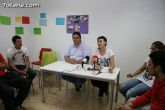 El concejal de Bienestar Social entrega los diplomas a las personas que se han formado en los talleres de pintura y alfabetizaci�n - 8