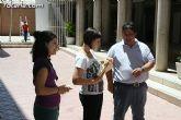 El concejal de Bienestar Social entrega los diplomas a las personas que se han formado en los talleres de pintura y alfabetizaci�n - 13