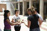El concejal de Bienestar Social entrega los diplomas a las personas que se han formado en los talleres de pintura y alfabetizaci�n - 16