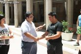 El concejal de Bienestar Social entrega los diplomas a las personas que se han formado en los talleres de pintura y alfabetizaci�n - 22