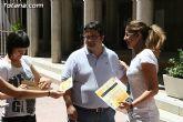 El concejal de Bienestar Social entrega los diplomas a las personas que se han formado en los talleres de pintura y alfabetizaci�n - 24