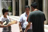 El concejal de Bienestar Social entrega los diplomas a las personas que se han formado en los talleres de pintura y alfabetizaci�n - 26