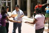 El concejal de Bienestar Social entrega los diplomas a las personas que se han formado en los talleres de pintura y alfabetizaci�n - 33