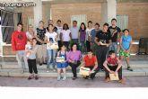 El concejal de Bienestar Social entrega los diplomas a las personas que se han formado en los talleres de pintura y alfabetizaci�n - 39