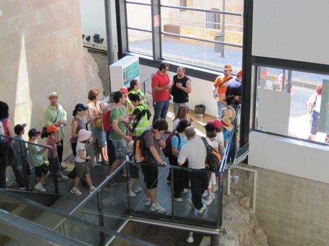 Gran participación en la Visita Guiada al Yacimiento del Cerro del Castillo, Foto 1