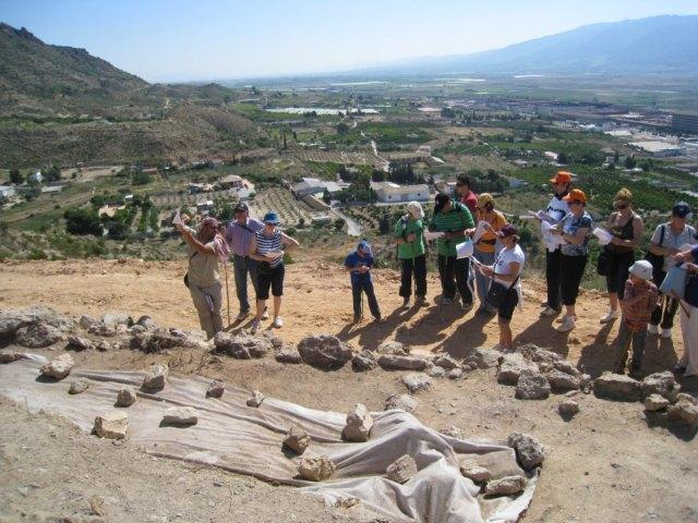 Gran participación en la Visita Guiada al Yacimiento del Cerro del Castillo, Foto 3