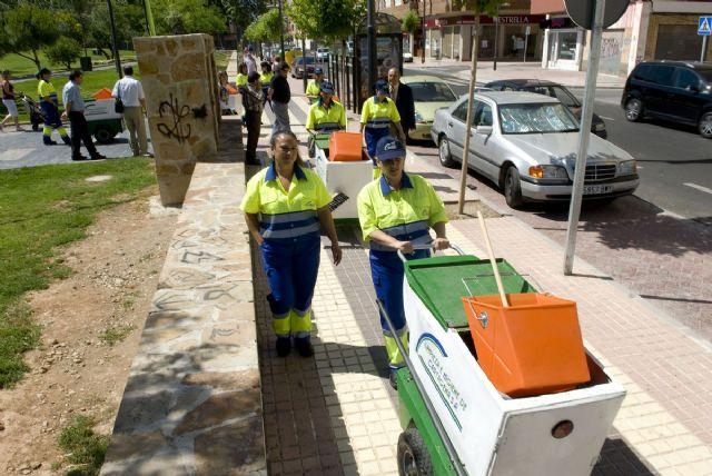 Cartagena doce mujeres se apuntan a la limpieza de for Trabajo de limpieza en murcia