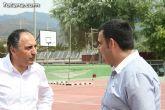 """Autoridades municipales visitan las obras de cubrición de la pista del Polideportivo Municipal """"6 de Diciembre"""" - 7"""