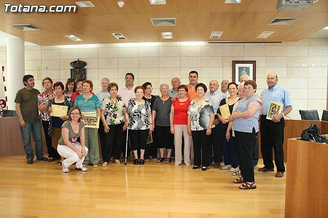 Los usuarios del Centro de Personas Mayores de El Paretón-Cantareros cierran el curso, Foto 1