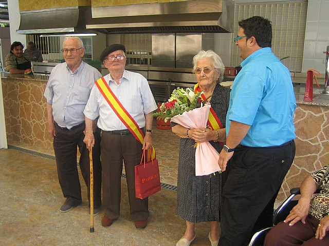 El Rey la Reina de los Servicios de Estancias Diurnas del Centro Municipal de Personas Mayores y del SEDA son coronados, Foto 1