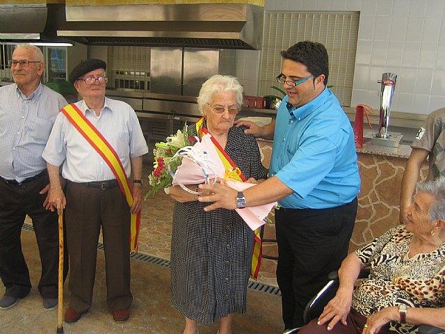 El Rey la Reina de los Servicios de Estancias Diurnas del Centro Municipal de Personas Mayores y del SEDA son coronados, Foto 2