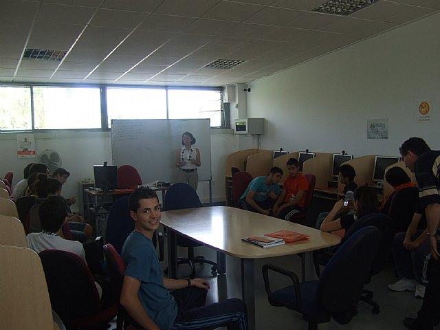 Más de medio centenar de alumnos del IES Prado Mayor de Totana participan en la jornada de puertas abiertas del Centro de Desarrollo Local, Foto 3