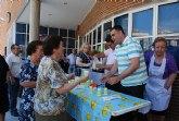 Los socios del Centro de Personas Mayores, del Servicio de Estancias Diurnas y los usuarios del SEDA disfrutan de una limonada