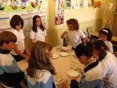 """Más de 600 alumnos participan en el taller de cocina """"Compartiendo la cocina"""" para niños y niñas"""