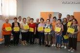 Los usuarios del Centro de Personas Mayores de El Paretón-Cantareros reciben los diplomas del curso de gimnasia para la salud
