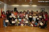 Más de 70 mujeres reciben sus diplomas por particpar en los cursos y talleres formativos