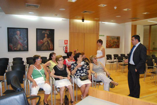 El alcalde y los ediles de Mujer y Servicios se reúnen con las asociaciones de amas de casa, Foto 2