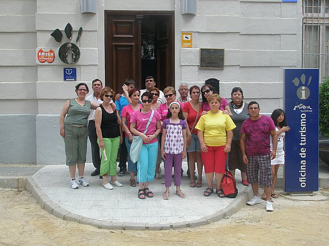 Socios y colaboradores de la asociacion MIFITO disfrutaron de una jornada en el Balneario de Archena, Foto 1