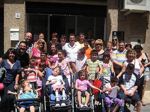 Chendo visita la asociación D'Genes, Foto 2