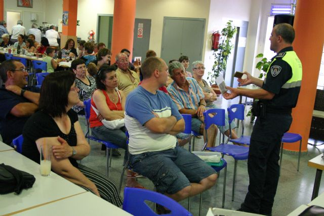 La Policía Local de Totana muestra a los padres cómo deben actuar frente al consumo de las drogras entre los jóvenes, Foto 2