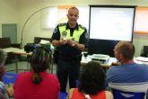 La Policía Local de Totana muestra a los padres cómo deben actuar frente al consumo de las drogras entre los jóvenes