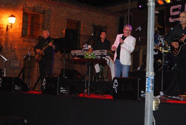 El programa de fiestas de Santiago arrancó con el concierto Aquellos maravillosos años, Foto 2