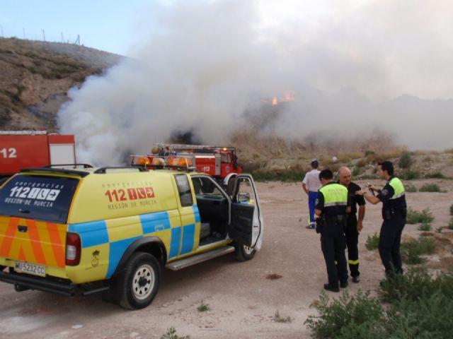 Los servicios de emergencias de Totana sofocan en 72 horas tres incendios de matorral bajo ocurridos en la zona de San José, Foto 2
