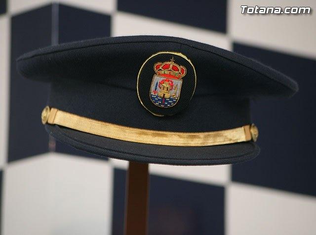 La Policía Local de Totana detiene al presunto autor de varios incendios de contenedores en el casco urbano, Foto 1