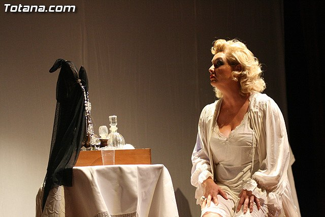 El pasado viernes se representó en La Cárcel la obra Para nombrar una mujer, Foto 1