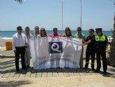 La bandera ´Q´ de Calidad Turística ondea desde hoy en la playa del Castellar